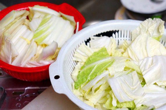 とり野菜鍋に入れる大量の白菜