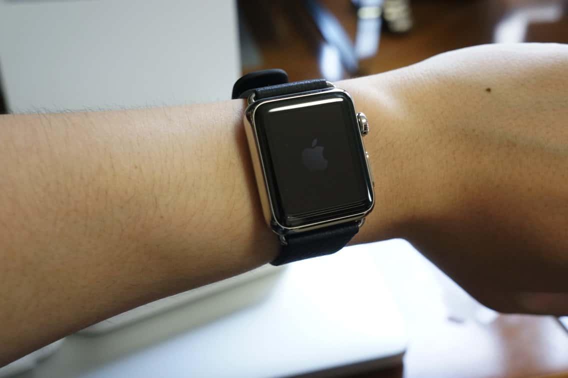 Apple Watch 腕に付ける
