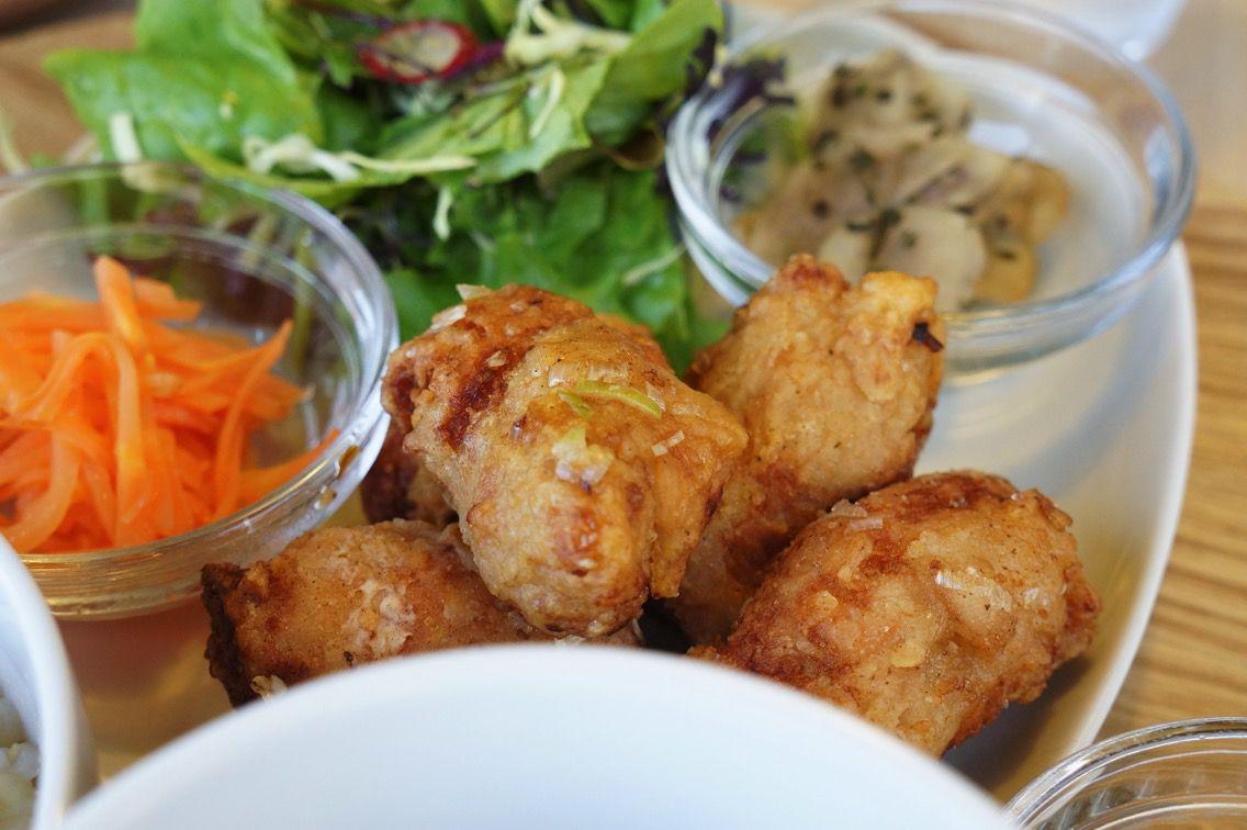 金沢市大額のオーガニックカフェ『LADYBIRD KITCHEN(レディーバードキッチン)』でランチ。ソイミートの唐揚げが本物だった