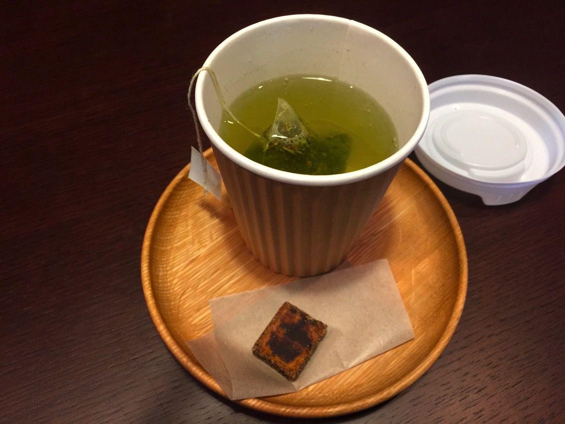 茶のみ ミント緑茶入れてもらった