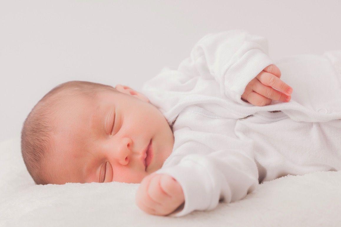 昼寝中の赤ちゃん