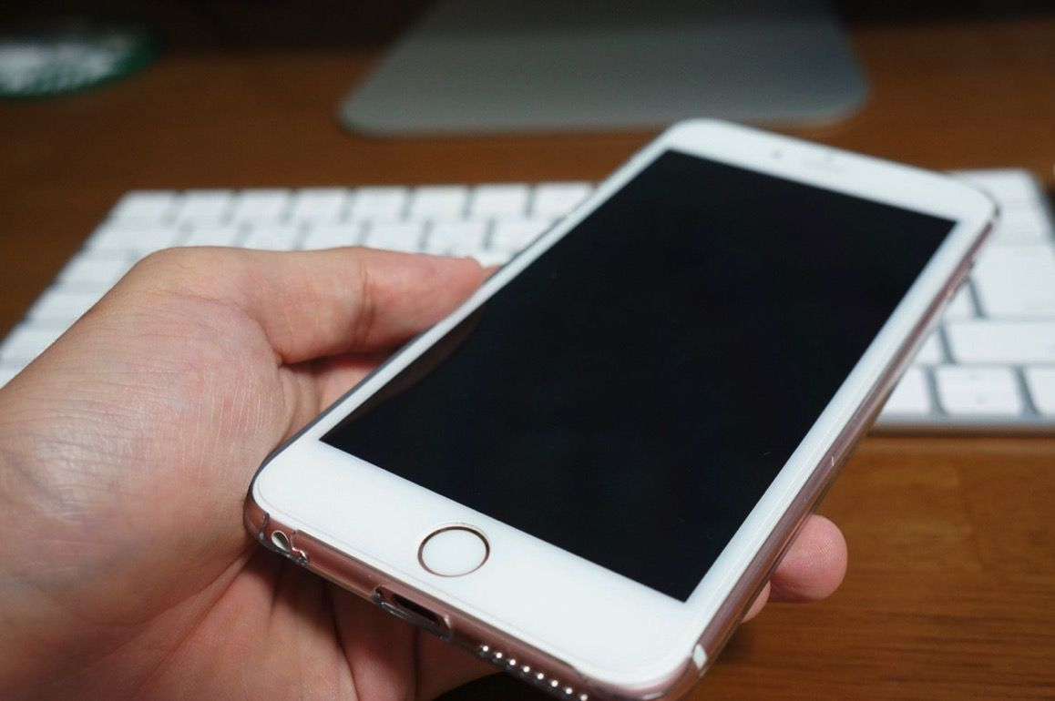 全面ガラスフィルムとケースを付けたiPhone 6s Plus