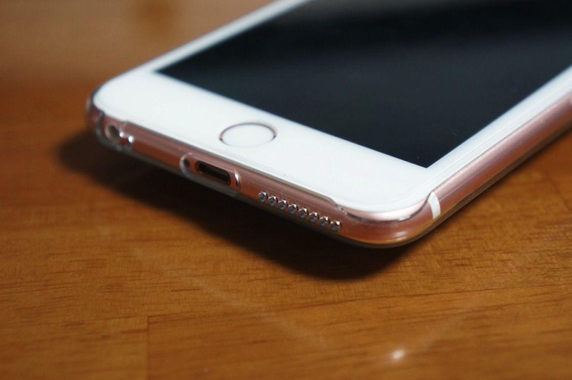 クリアジャケットを装着したiPhone 6s Plus