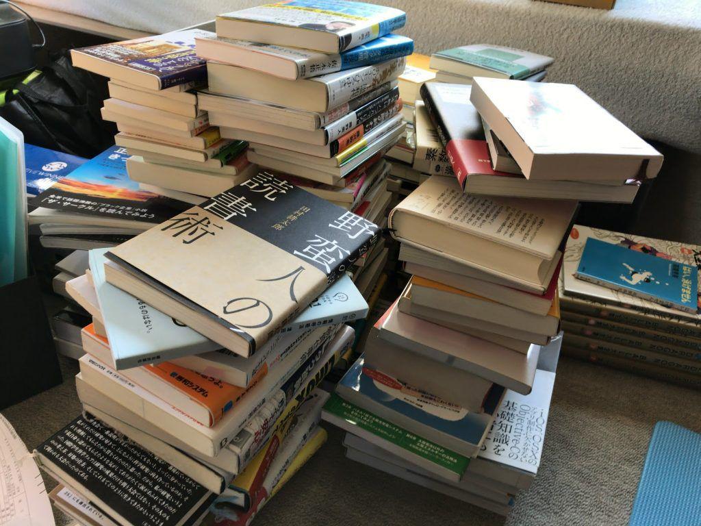 部屋に溜まっていた積読本